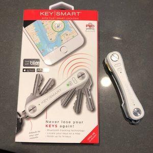 KeySmart Pro- with LED light and Tile